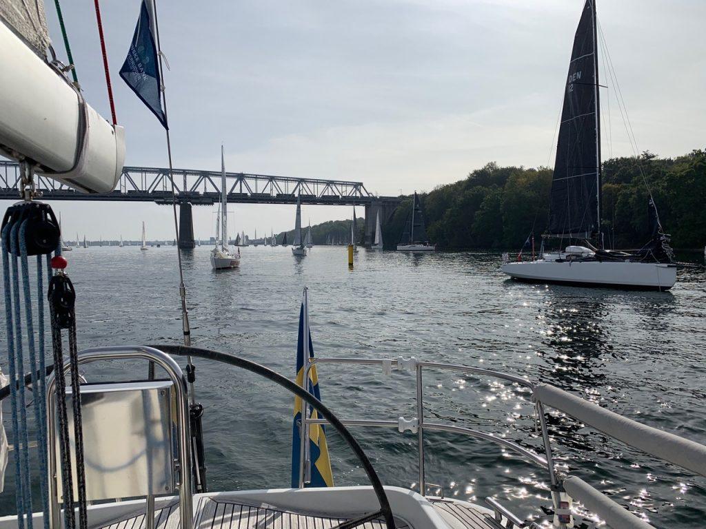 En bild som visar utomhus, vatten, båt, flod Automatiskt genererad beskrivning