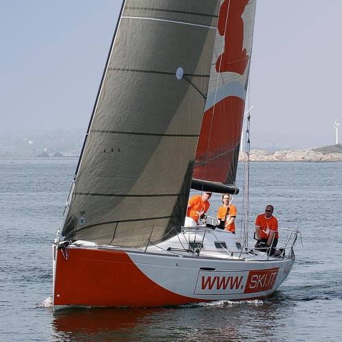 Orange killar på havet...